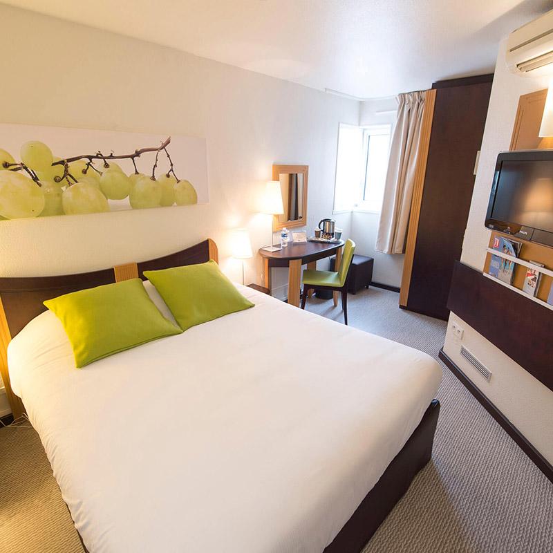 Pose de sol souple PVC chambre d'hôtel à Lyon par Hesta Finitions